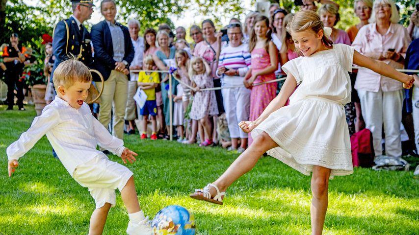 Prinz Oscar und Prinzessin Estelle von Schweden beim  42. Geburtstag von Prinzessin Victoria