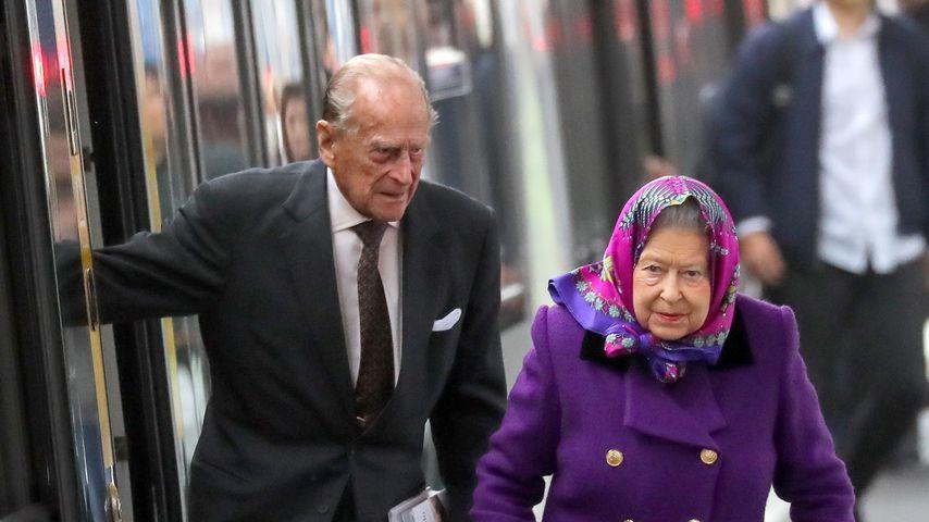 Prinz Philip und Queen Elizabeth am Bahnhof in King's Lynn