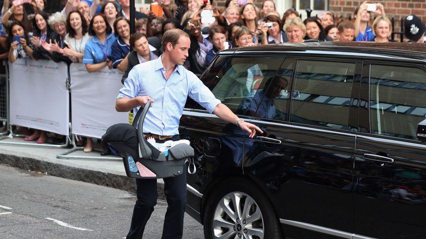 Prinz William mit Prinz George vor dem St. Mary's Hospital