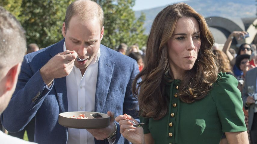 Hmmm lecker: Hier kauen William und Kate Penismuschel!