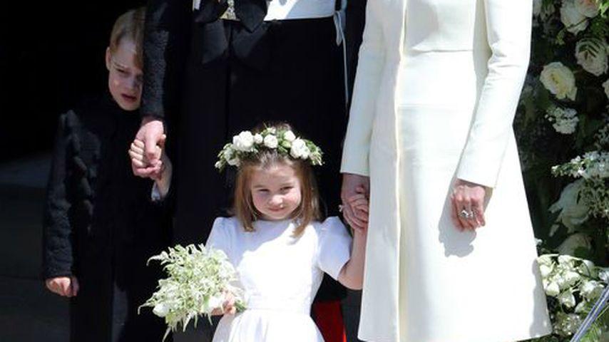 Kleiner Tollpatsch: Prinzessin Charlotte stolpert und weint!
