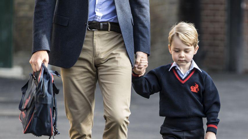Prinz George an seinem ersten Schultag mit seinem Vater Prinz William, 2017