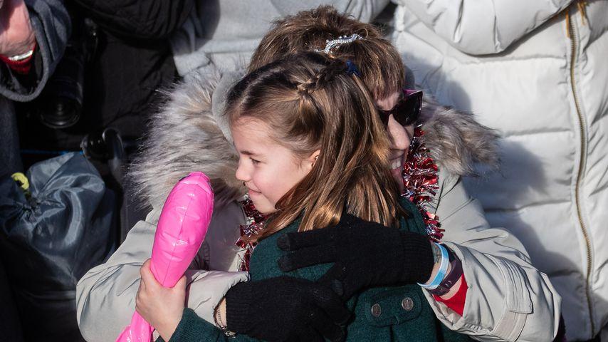 Prinzessin Charlotte und ein Royal-Fan im Dezember 2019
