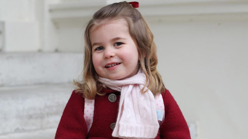 Prinzessin Charlotte vor dem Kensington Palace in London