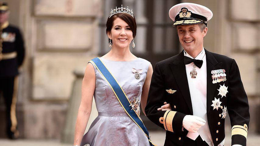 Prinzessin Mary und Prinz Frederik bei der Hochzeit von Prinz Carl Philip von Schweden
