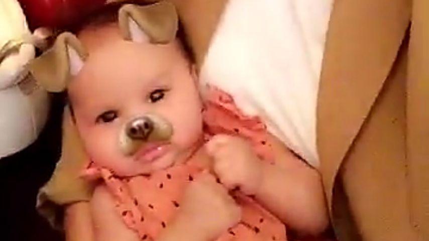 Total süß: Chrissy Teigen & Baby Luna als Snapchat-Hündchen