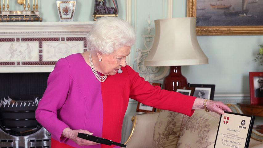 Queen Elizabeth II. im Buckingham Palace