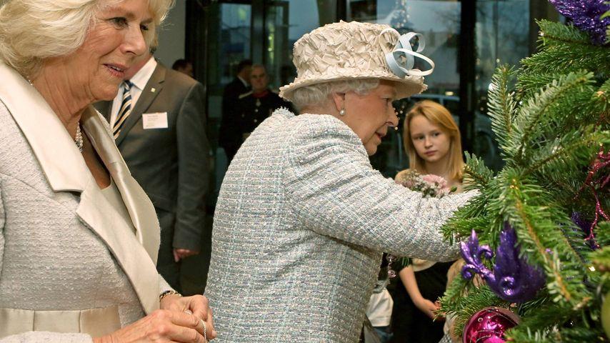 Die Queen legt bei Tannenbaum-Deko selbst Hand an