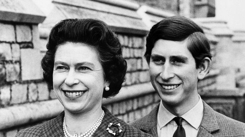 Queen Elizabeth II. und Prinz Charles im Juni 1969