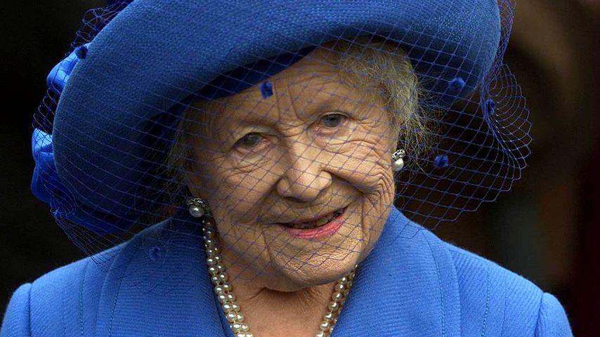 Queen Mum in Sandown Park, 2001