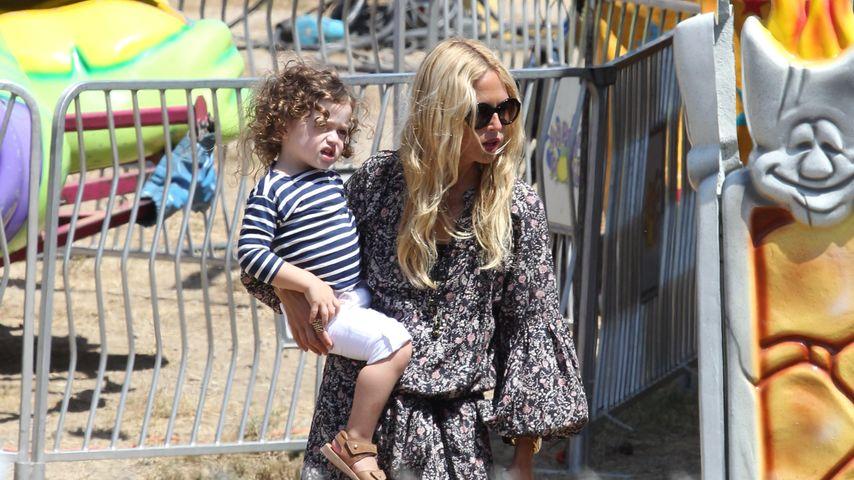 Rachel Zoe mit ihrem Sohn Kaius auf einem Rummelplatz in Malibu