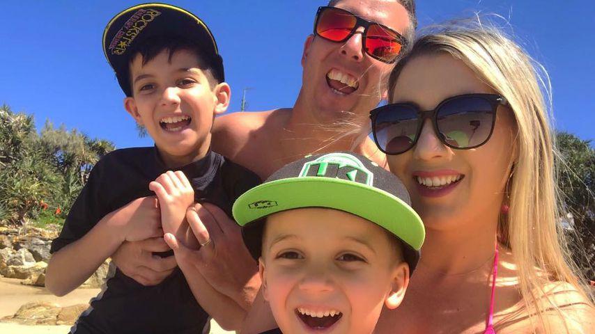 Rebecca Lobie mit ihrem Mann Mick und ihren Söhnen
