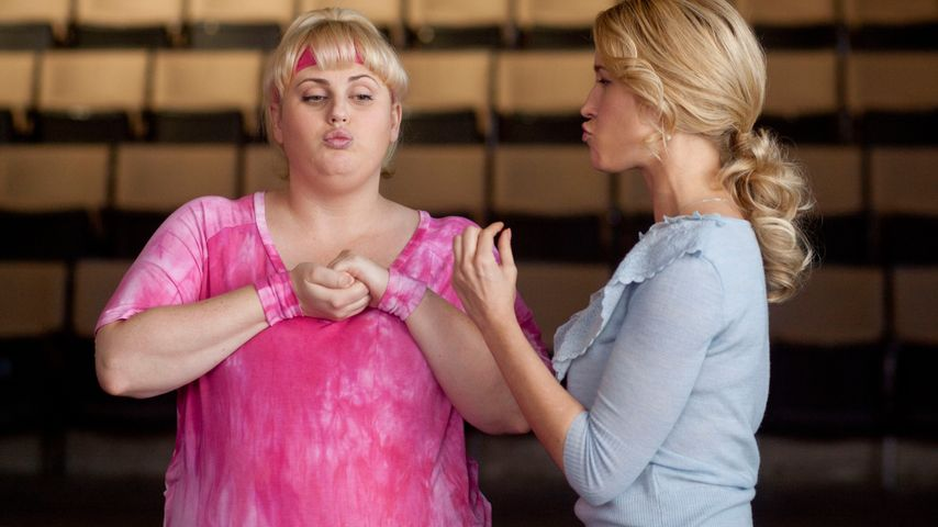 "Rebel Wilson und Anna Camp in ""Pitch Perfect"""