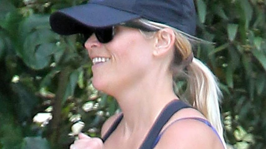 Reese Witherspoon joggt mit Baby-Bauch