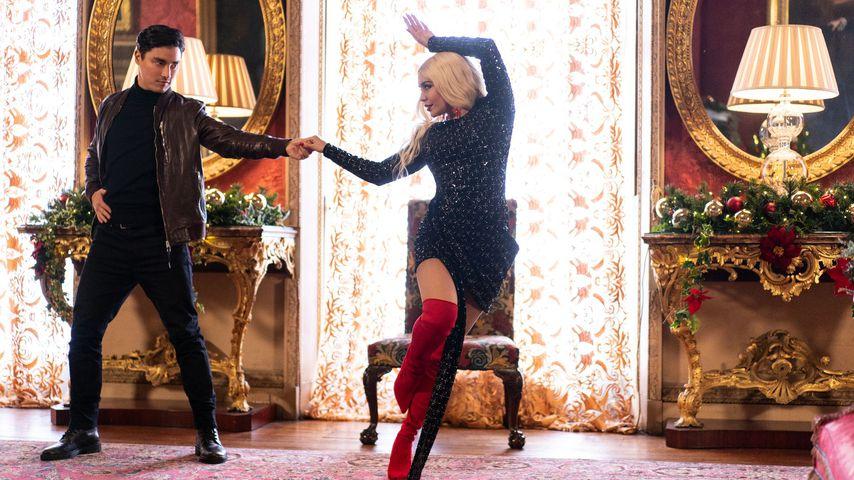 """Szene aus dem Netflix-Weihnachtsfilm """"Prinzessinnentausch 3: Auf der Jagd nach dem Stern"""""""