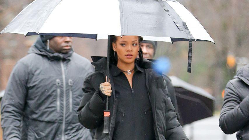 """""""Under my umbrella"""": Rihanna bleibt sogar bei Regen cool!"""