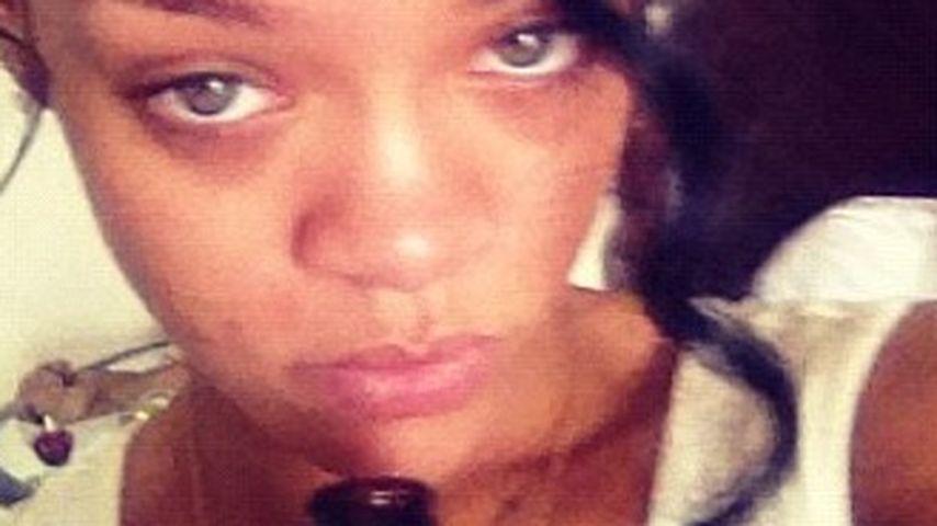 Total verzweifelt: Rihanna greift zur Flasche