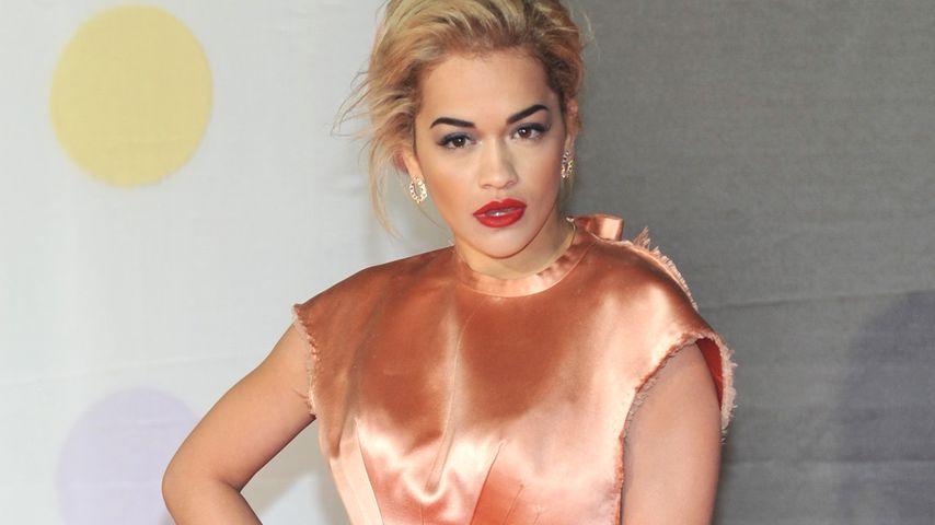 Rita Ora: Nicht ohne meine durchsichtige Clutch