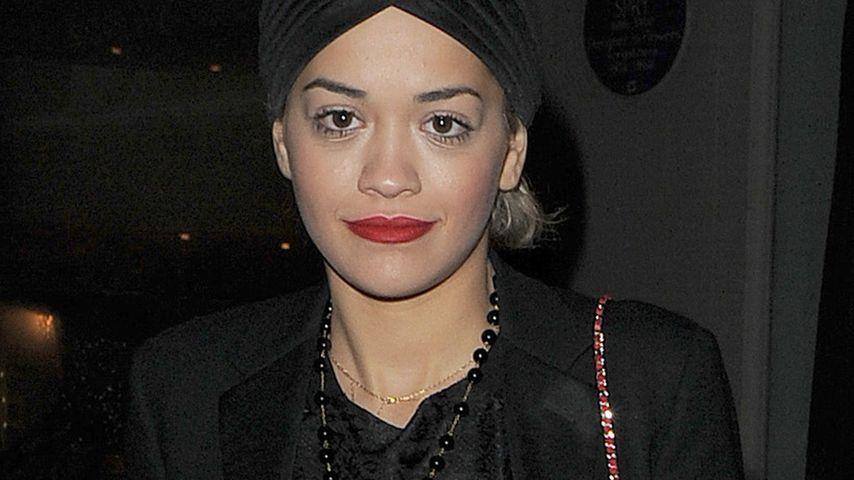 Rita Oras Frost-Look: Turban-Mütze als Alleskönner