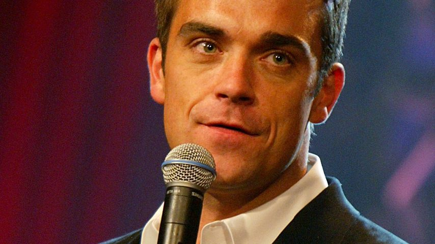 """Robbie Williams in der """"The Tonight Show with Jay Leno"""" in Burbank im Juli 2004"""