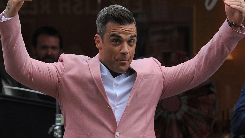 Robbie Williams albert sich durch Londons Straßen