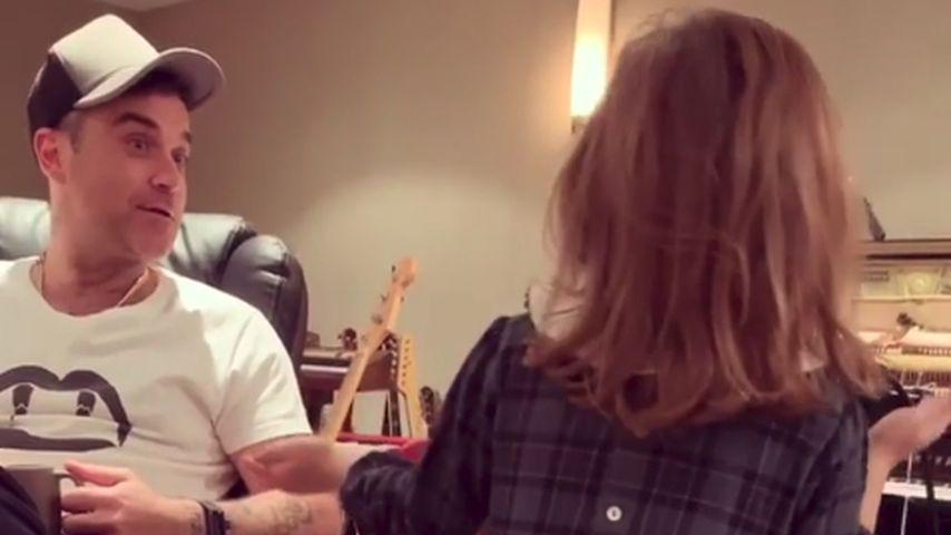 Wie Papa: Hier trällert Robbie Williams' Tochter Teddy (6)!