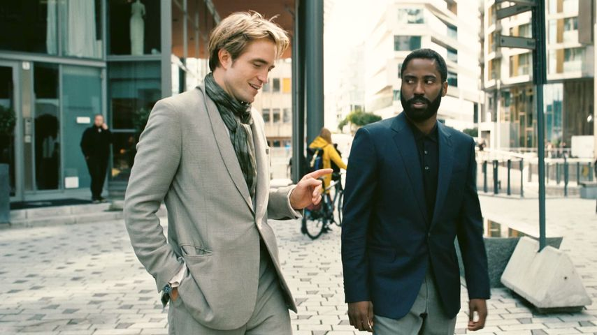 "Robert Pattinson und John David Washington im Film ""Tenet"""