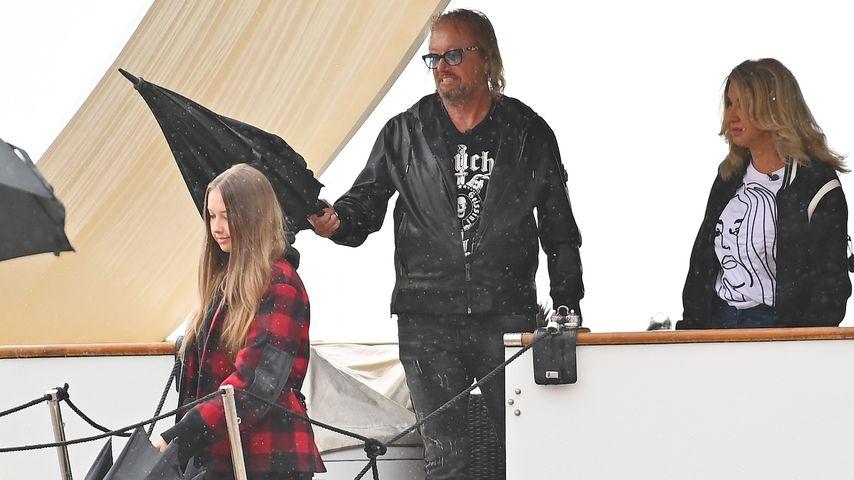 Robert und Carmen Geiss mit ihrer Tochter Davina Shakira auf einem Boot im Jahr 2020