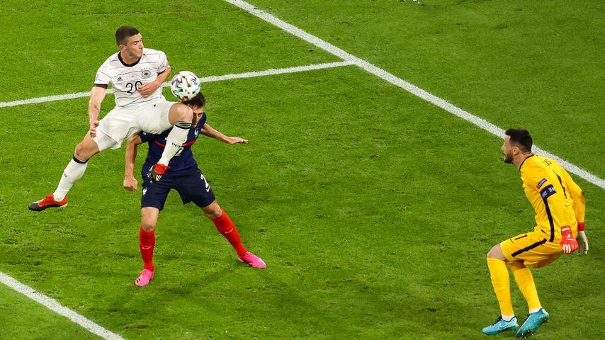 Robin Gosens, Benjamin Pavard und Hugo Lloris beim EM-Spiel Deutschland gegen Frankreich