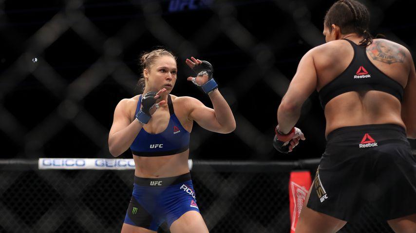 Ronda Rousey und Amanda Nunes beim UFC Championship im Dezember 2016