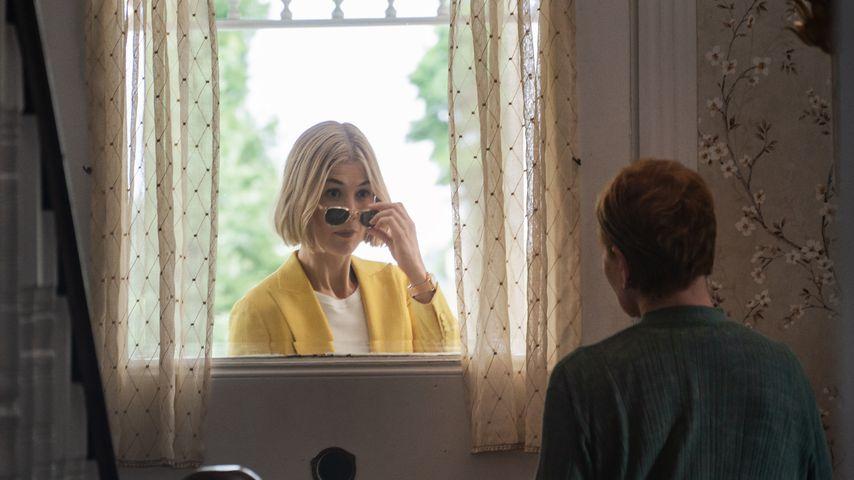 """Rosamund Pike als Martha und Dianne Wiest als Jennifer in """"I Care A Lot"""""""