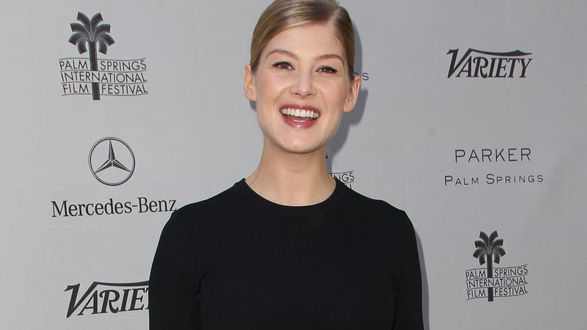 Strahlend: Rosamund Pike zeigt After-Baby-Body