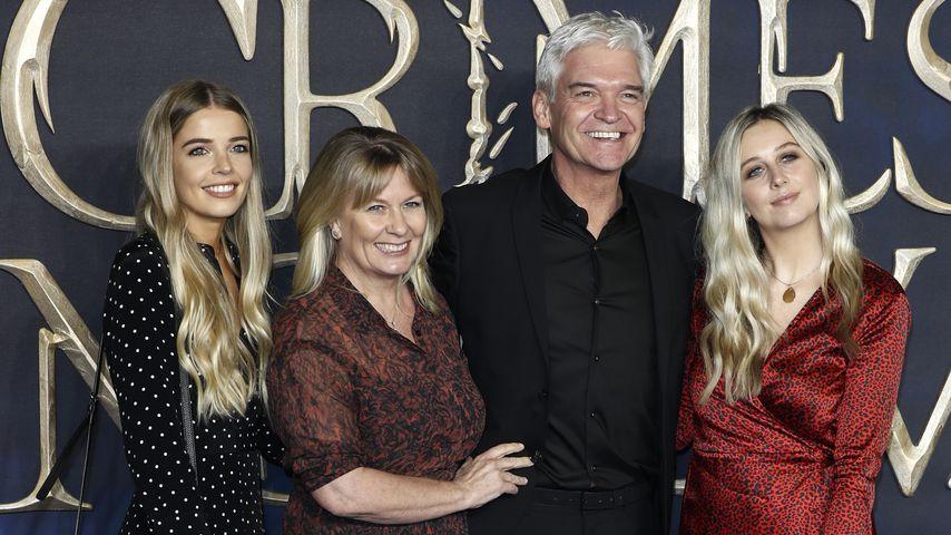 Phillip Schofield mit seiner Frau Stephanie und ihren Töchtern Ruby und Molly