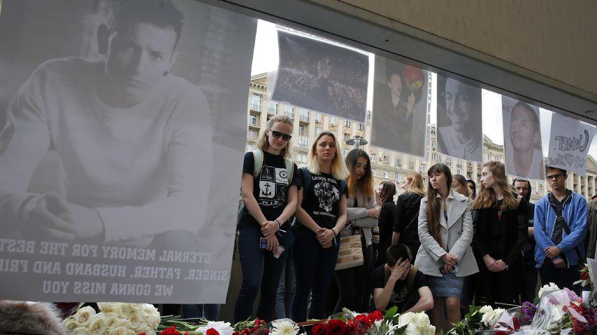 Linkin Park-Fans trauern um Chester Bennington in Moskau