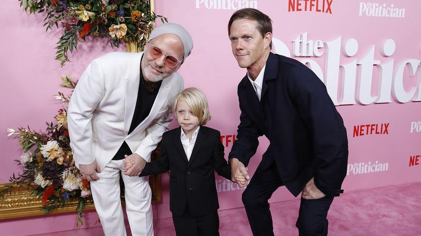 """Ryan Murphy und David Miller mit ihrem Sohn Logan auf der Premiere von """"The Politician"""""""