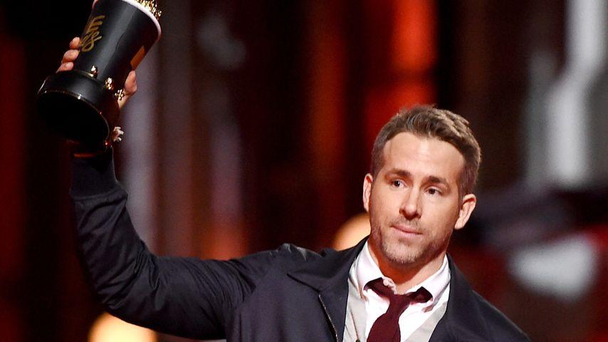 "Ryan Reynolds mit dem MTV Movie Award für ""Deadpool"""