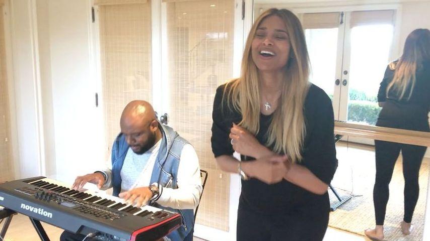 Sängerin Ciara beim Üben