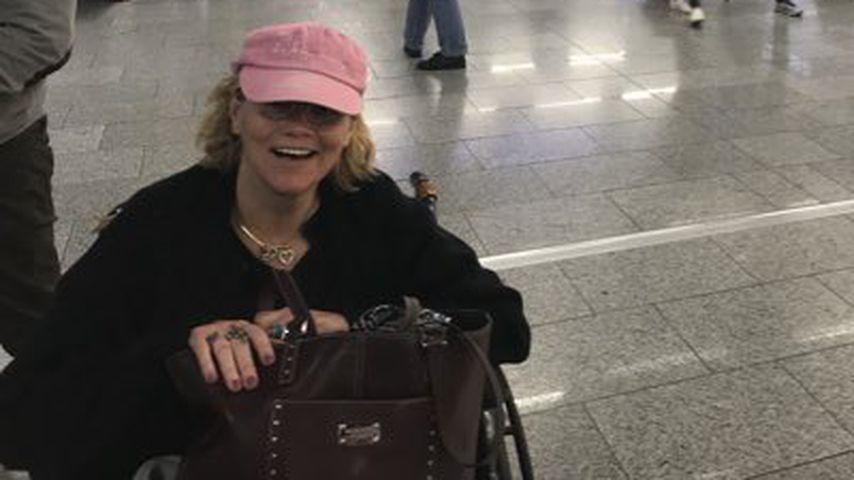 Samantha Grant am Flughafen