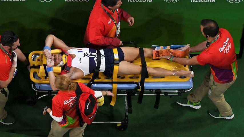 Samir Ait Said mit Sanitätern nach seinem Unfall bei Olympia 2016