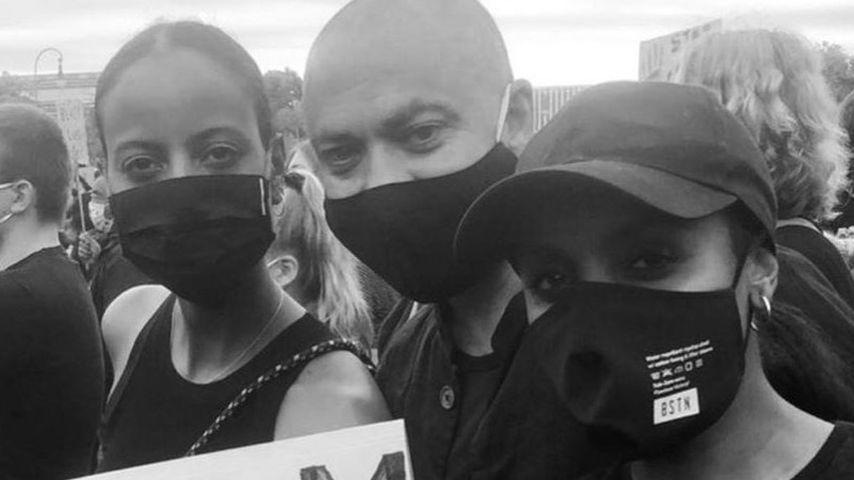 Sara Nuru mit ihrer Schwester und einem Freund bei der Black-Lives-Matter-Demo in München