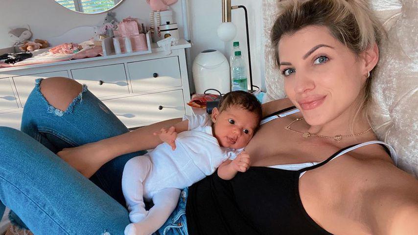 Sarah Harrison mit Töchterchen Kyla