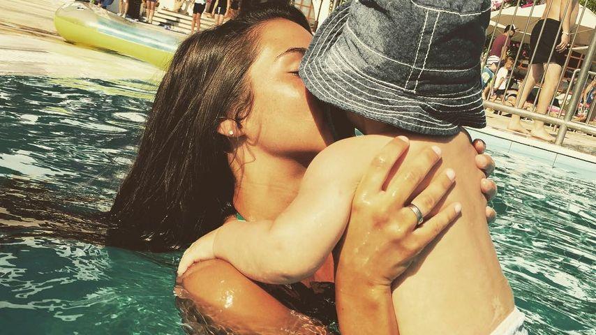 Baby-Schwimmen: So süß planschen Sarah & Alessio im Pool