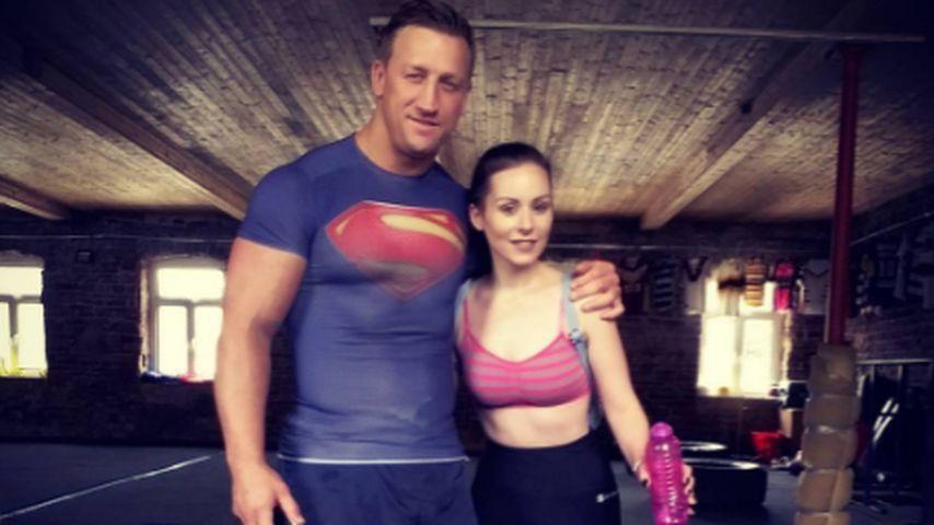 Sarah Louise Bryan mit ihrem Personal Trainer