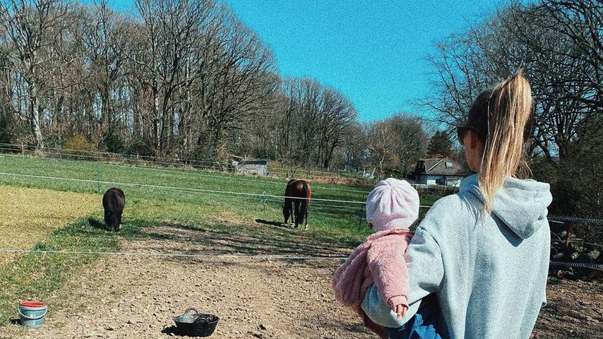 Scarlett Gartmann mit ihrer Tochter, April 2020