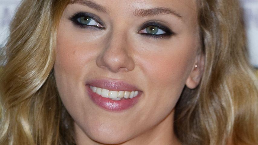 Bezaubernd: Scarlett Johansson mit Flower-Print