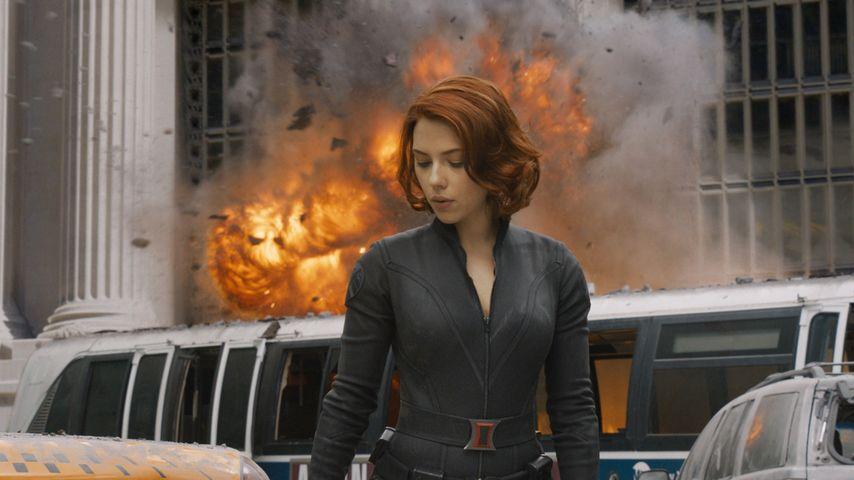 Mit dem Motorrad: Scarlett Johansson stürzt bei Dreharbeiten