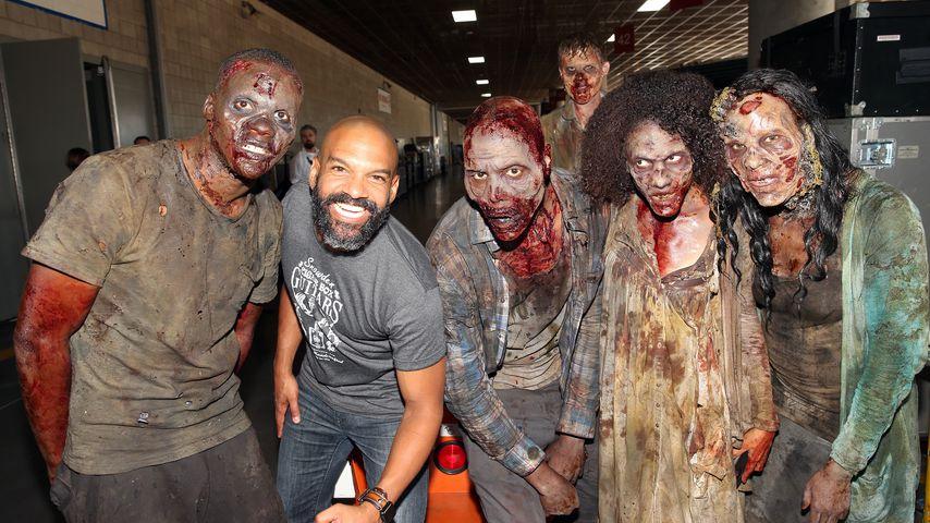 Schauspieler Khary Payton mit Zombies bei der San Diego Comic Con 2017