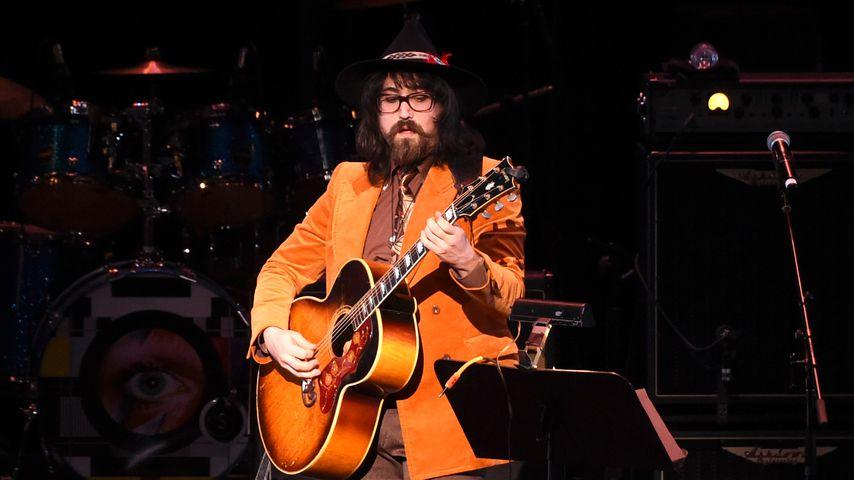 Sean Lennon bei einem Konzert, 2016