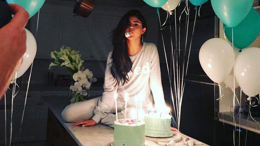 Sexy Pyjamaparty! So kuschelig feiert Selena Gomez ihren 25.