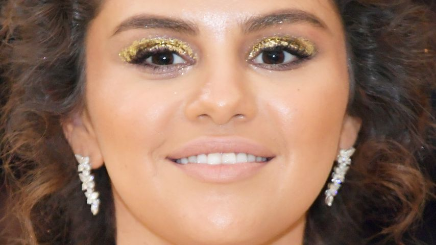 Bräunungs-Fail bei Met Gala: Netz lacht über Selena Gomez!